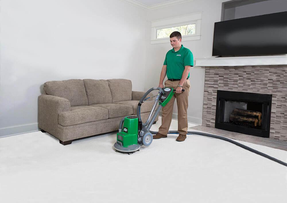 tech performing carpet cleaning elkhorn ne